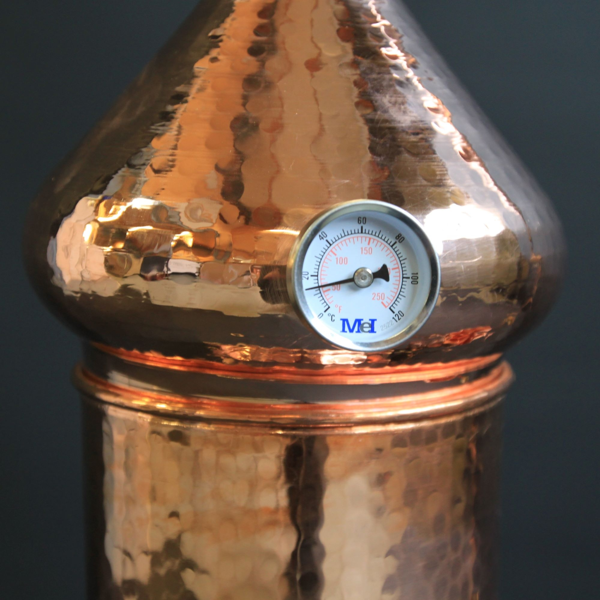 L'alambic à colonne en cuivre | Huile essentielle | Alambic Distiller